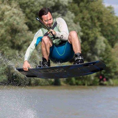 Wakeboardeur au Ski Nautique Club de Saint-Maur