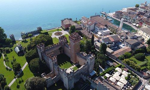 La città murata di Lazise ed il suo castello medievale - ph D.Bongiovanni
