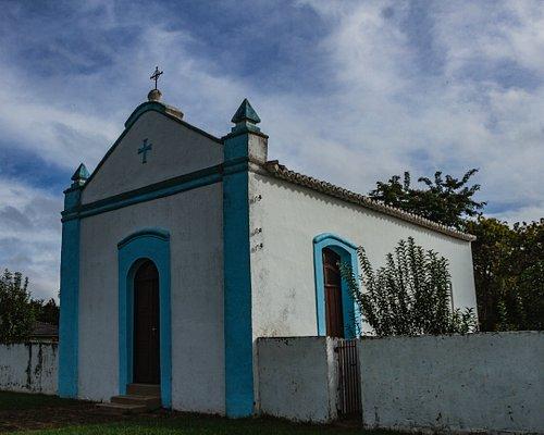 A Capela do Bom Jesus, construída por escravos em 1836 , era usada como capela mortuária. A capela fica na Praça Getúlio Vargas e possui um cemitério. Não é possível fazer visitas dentro da capela.