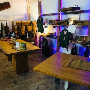 Die Tischplatten im Rusticarum sind echtes Schreinerhandwerk , wer Holz  liebt ist im Rusticarum richtig.