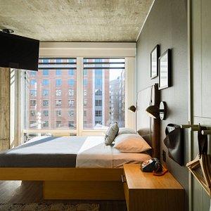 Queen Guest Room - City View