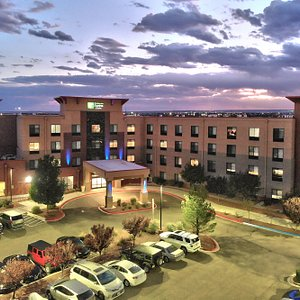 Welcome to the Holiday Inn Express & Suites Albuquerque Old Town