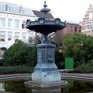 Fountain Aagje Deken & Elisabeth Wolff, Vlissingen