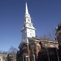 NH - PORTSMOUTH - NORTH CHURCH - BUILDING FROM DOWN CONGRESS STREET