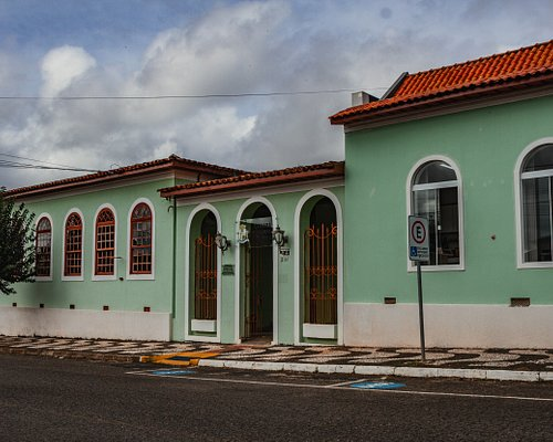 A Câmara Municipal de Palmeira foi instalada no dia 15 de fevereiro de 1870, quando Palmeira foi elevada à categoria de vila.
