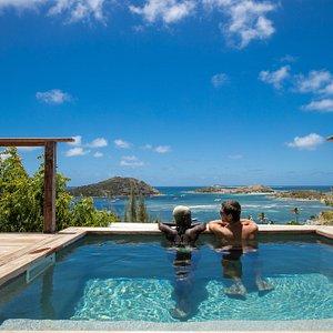 Jacuzzi privatif, piscine privée et piscine commune... A vous de choisir la catégorie de Suite qui vous convient...
