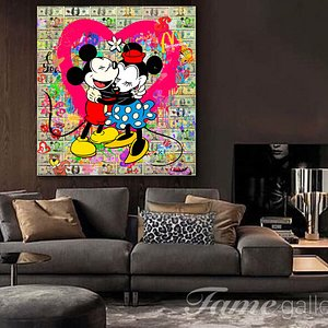 Minnie and Mickey sooo in LOVE