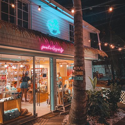 A beautiful store in the Island where they sell a lot of products of locals designers and from Colombia! they have so many different accessories, bags, souvenirs, notebooks, crafts even for pet lovers!! its beautiful this place!