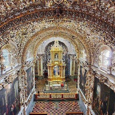 Vista angular desde el coro de la Capilla del Rosario.