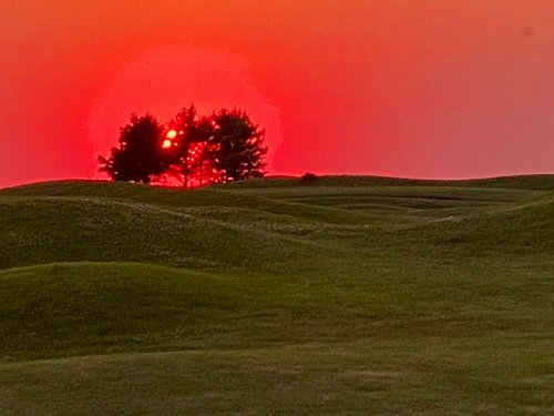 Stunning Sunset over the golf course.