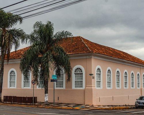 O Clube Palmeirense nasceu da iniciativa de alguns cidadãos de Palmeira no dia 13 de agosto de 1916, mas só em dezembro foi sacramentado como um baile. O Clube possui salão de festas e é frequentemente usado para a realização de bailes e outros eventos.