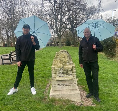 Your tour guides Jevon and Alan will take you to several hidden and little known locations, including Bendigo's grave.  You will learn how the lion memorial nearly disappeared forever. The umbrellas are a prop by the way, so that you can see us