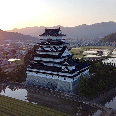 勝山城博物館の見所は日本一の高さを誇る天守閣。 最上階からは勝山市内を一望することができ、見晴らしは最高です。