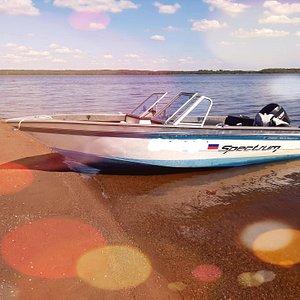 Предлагаем жителям и гостям нашего города взять в аренду катер с опытным капитаном и отправится прогулку или водную экскурсию по Выборгскому заливу.