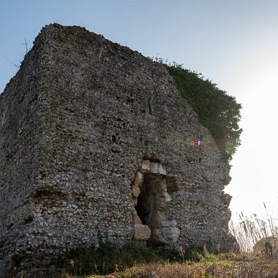 Torre del Paladino o del Ballarino. Mausoleo di età romana datato I sec. a.C.