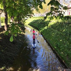 Via de sluis in Alde Leie kun je door Suppen naar Oude Bildtzijl. De foto is gemaakt vanaf de brug. Met de Kano of Kajak is dit natuurlijk ook mogelijk.