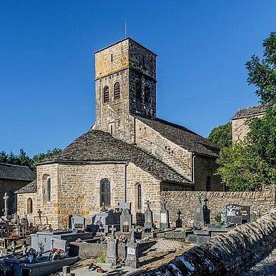 Eglise Saint Dalmazy de style roman et le cimetière //Saint Dalmazy Romanesque church and cemetery
