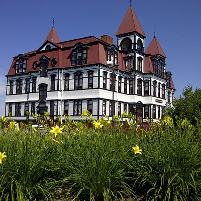 The iconic Lunenburg Academy!