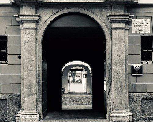 Portone ingresso Via Lavizzari