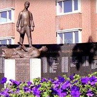 Veenendaal war monument