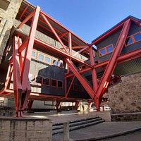 Ingresso sotto l'edificio della Banca Monte dei Paschi di Siena a Colle Val d'Elsa
