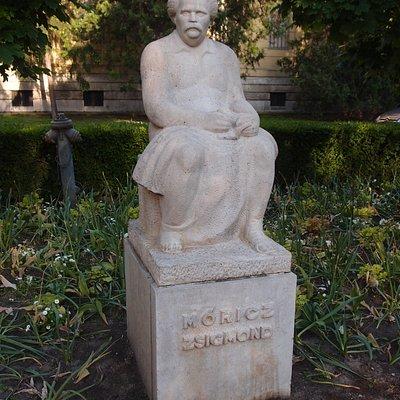 Móricz szobor
