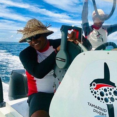 Tamarind Diver boat crew