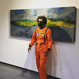 Leo The opening night iMPATTO NOTTURNO.Diaz with spacesuit.