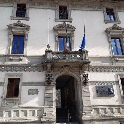 la bella facciata del Palazzo Comunale dii San Marcello Pistoiese- Piteglio