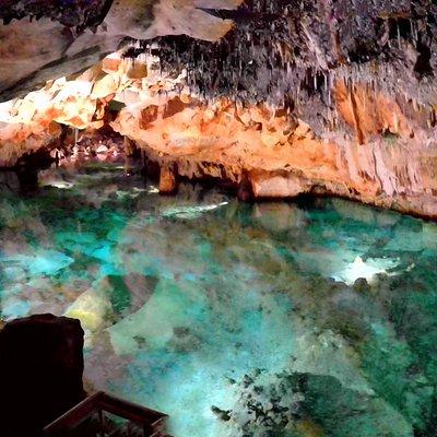 Cova de S'Aigua, Cala Blanca