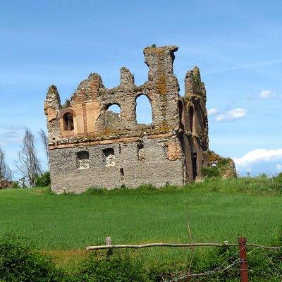 I ruderi della villa romana, poi divenuta chiesa di Santo Stefano (lato occidentale e meridionale)