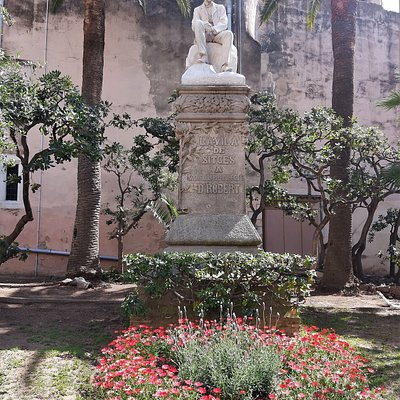Monumento Al Doctor Robert