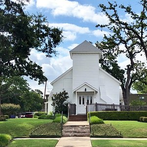 Hyde Park Presbyterian Church is located in the historic Hyde Park neighborhood and like the community that surrounds it, is rooted in history and tradition. The buildings and grounds were completely renovated in 2010 in celebration of its 100th birthday. Over the years, many couples have been united in marriage, families have begun and grown, leading to a multi-generational congregation rich in love and community.