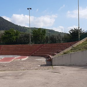 vista dell'anfiteatro all'ingresso dei giardini
