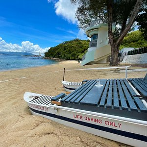 Lo Lo Shing Beach has clear, calm water and clean sand. It is a peaceful, secluded beach on Lamma Island and is a lovely alternative to the main beach if you want to escape the weekend crowd.