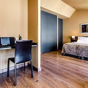 766379 Guest Room