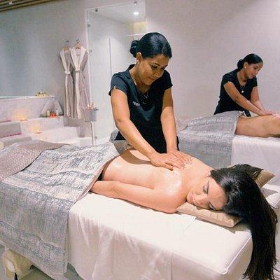 Couples Massage at Eden Roc's Lifestyle | Spa & Wellness