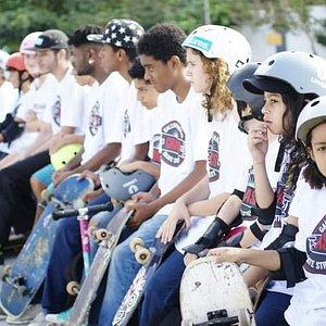 Aula de Skate para crianças, jovens e adultos. Skate seguro e divertido ao alcance de todos.   Aulas práticas, teóricas, dicas, bate papo e muito mais.   Venha  experimentar toda adrenalina que esse esporte 100% radical tem para te oferecer.   Turmas separadas por idade e por nivel.  Entre em contato conosco  agora mesmo!  GRASS - Escola de Skate