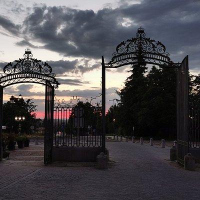 La Puerta de Segovia al atardecer