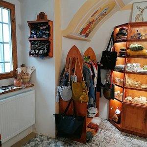 Inside our new shop / V našom novom obchodíku na Kammerhofskej 7.