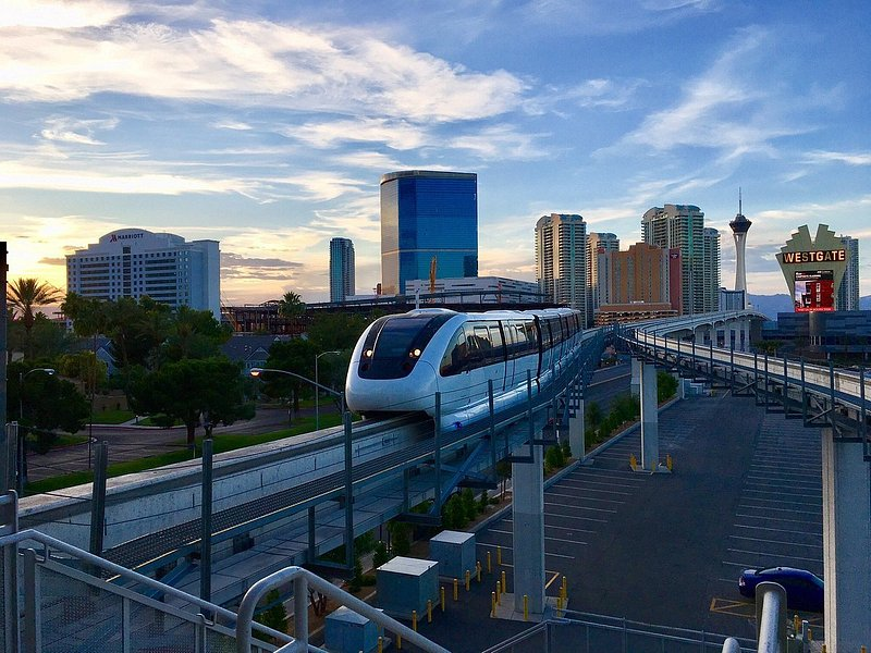 Las Vegas Monorail pulling into a station
