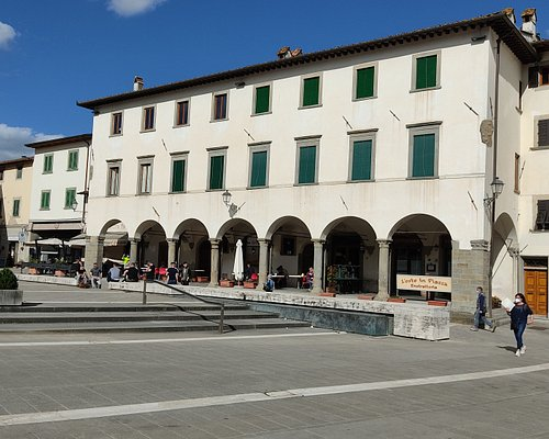 """The """"Medici Lodges"""" are the dominant element of Piazza Cavour"""