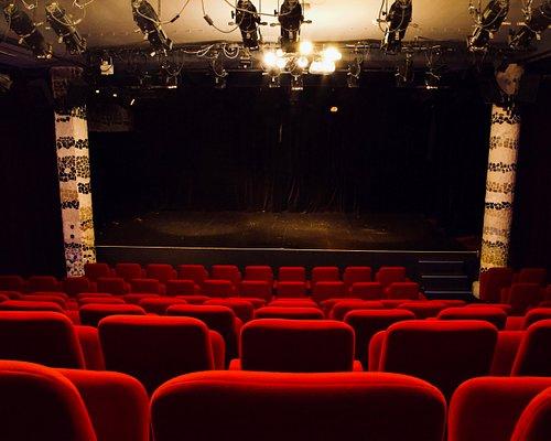 Grande salle du Théâtre Le Passage vers les Etoiles.