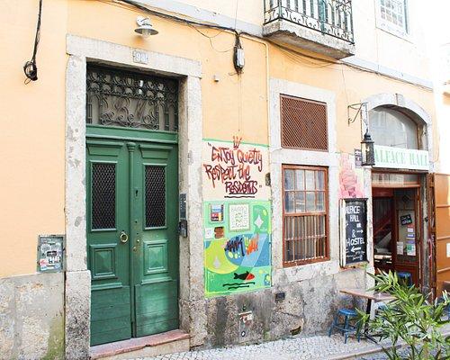 Entrance Hostel & Bar