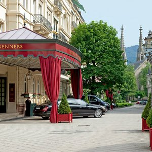 Brenners-Park-Hotel-Spa-Entrance