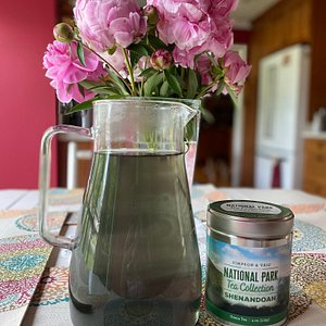 Shenandoah green with lemon peel, hint of ginger and subtle pea flower…. I sweet and refreshing 🍵