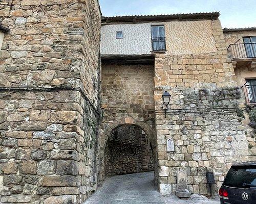 Arco del Ecce Homo visto desde el exterior de la muralla