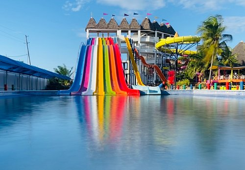 """The """"Kilimanjaro"""" Tower hold the Fastest and Tallest Slides the Water Park has to Offer. If Thrill is what You are Looking for, This is a Must Try!"""