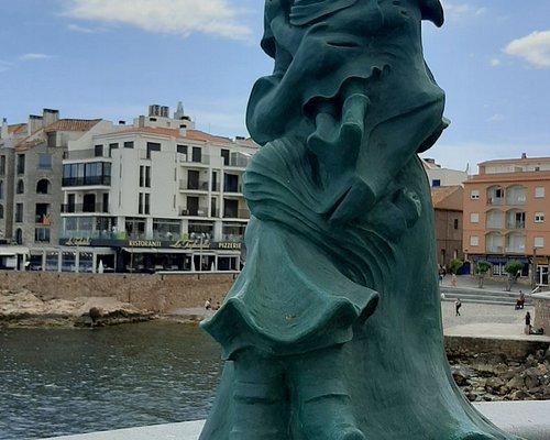 Monumento A La Mujer Pescadora