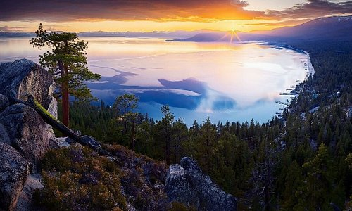 😮🌊😍 In a word? Breathtaking. See this beauty (and so much more) on the Lake Tahoe Loop: http://bit.ly/ltloop (📷: robertcolephotography)